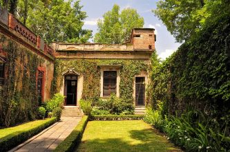 Leon_Trotsky_House,_Mexico_City_(7144251529).jpg
